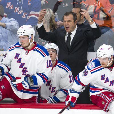 Alain Vigneault är tränare för New York Rangers i ishockey.