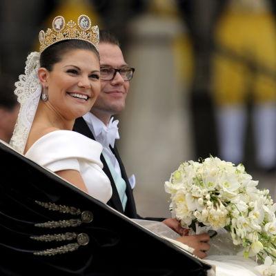 Nygifta prinsessan Victoria med sin man Daniel Westling.