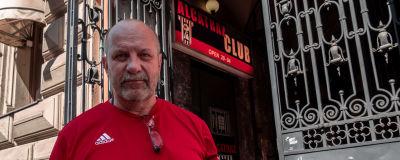 Kenneth Eriksson utanför stripteaseklubben Alcatraz.