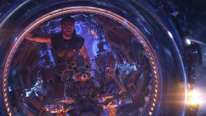 Thor, Rocket och Groot ombord på ett rymdskepp.
