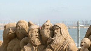 Hiekasta tehty jouluseimi Pineda de Vilasecan rannalla Tarragonassa.