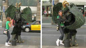Turisti kohtaa Barcelonan Ramblalla hirviön, joka nappaa hänet syliinsä (kuvakollaasi).