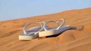 sandaalit hiekalla