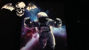 Avenged Sevenfolds logo plus en astronaut