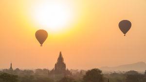 Luftballonger över tempel och djungel