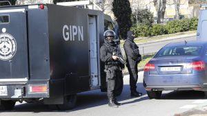 Polis besköts
