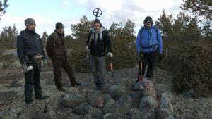 Menneisyyden metsästäjät kalliolla