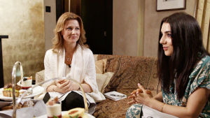 Gina Dirawi träffar prinsessan Märtha Louise av Norge som ägnar sig åt spirituell kommunikation.