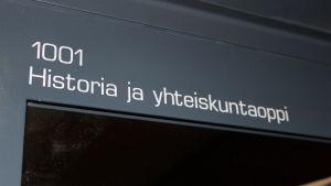 Ovi jossa lukee Historia ja yhteiskuntaoppi