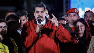Nicolas Maudro firar valresultatet efter omröstningen om en grundlagsförsamling.