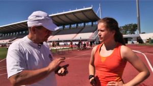 Sofie Lövdal och tränaren Tom Andtbacka. Hinderträning i Portugal, maj 2014.