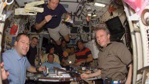 Så här äter man tillsammans i rymden.