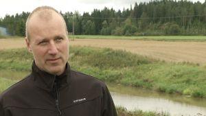 Risto Uusitalo forskar kring jordbruk och fosfor vid MTT i Jockis.