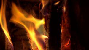En brasa värmer både kropp och själ.