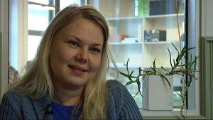 Lotta Larinen jobbar som uppsökande ungdomsledare i Raseborg.