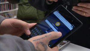 Bitcoin-maksu Helsingin Asematunnelin levykauppa Äxässä 24.2.2015