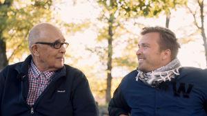 Ossian Avén och programledare Magnus Silvenius Öhman diskuterar.
