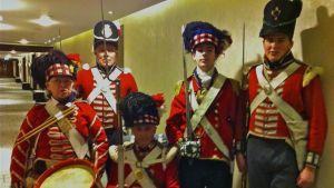 Brittiska re-enactors gör sig redo för Waterloo