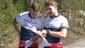 Orienterarna Otto Simosas och Jörgen Wickholm, OK Trian, april 2015