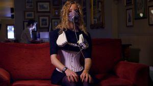 Suzannah Lipscomb testaa korsetin vaikutuksia