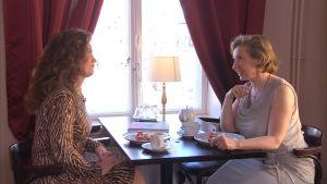 Pia-Maria Lehtola och laura Gutman talar om rokokostilen