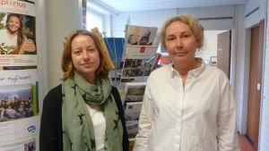 Henriette Eriksson handledare kombistuderanden vid Axxell, Åsa Raunio är studiehandledare vid Ekenäs gymnasium.
