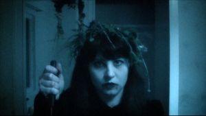 Laila Kauhujen yön videon kuvauksissa.