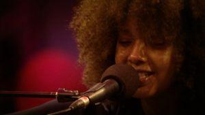 Mirel Wagner esiintyi vuoden 2014 Flow festivalilla Helsingissä