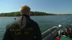 Merivartiosto liikkeellä saaristossa.