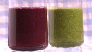 kaksi lasia, jossa smoothie-juomaa