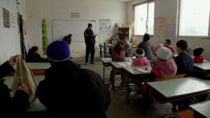 Turvapaikanhakijoiden perustama koulu Harmanlin leirillä