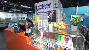Suuret apteekit tekevät tuottoisaa sivubisnestä kosmetiikalla ja luontaistuotteilla.