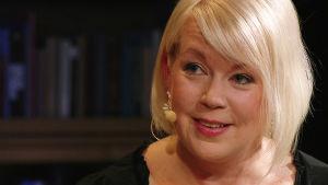 Kirjailija, toimittaja Elina Hirvonen