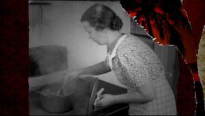 En kvinna lagar mat vid en vedspis