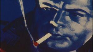 detalj ur affisch med rökande man