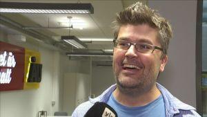 Webbredaktören Jean Lindén är glad över Åbo Underrättelser satsning på sju dagar.