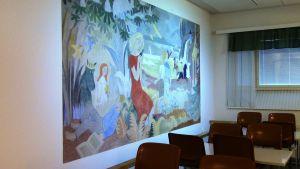 Tove Janssonin seinämaalaus ruokalassa