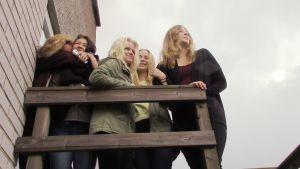 Tyttöjen suosikkipaikka on kattoparveke