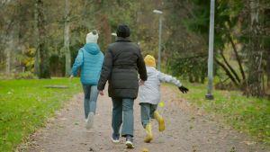 Amila fick sina barn till Finland.