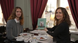 Richard McGormick talar om Paris-kokboken med Pia-Maria Lehtola.