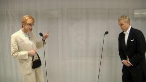 Christoffer Strandberg imiterar Tarja Halonen i intervju med Janne Grönroos