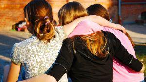 Tytöt halaa