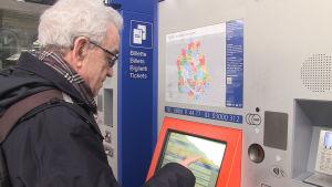 Kurt Schreiber vid tågpassagerarnas intresseorganisation i Schweiz