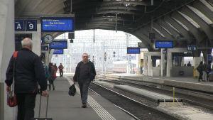 Tågpassagerare i Zürich