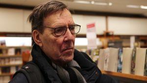 Göran Wallén på Akademiska bokhandeln i Helsingfors.