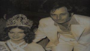 Jeff Pink, den franska manikyrens fader med Miss Universum 1976.