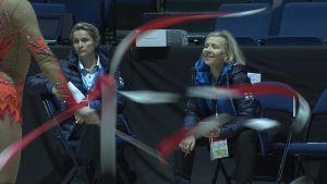 Tränarna Anna Airaksinen och Laura Ahonen, damlandslaget i rytmisk gymnastik