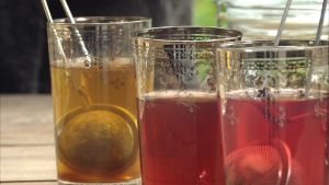tre glas med te