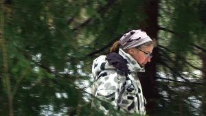 Sari Kantinkoski påminner om att vargen är utrotningshotad.
