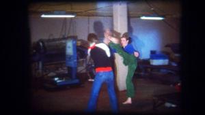 Mikko Niskanen sukulaisensa kanssa karateka-leikeissä.